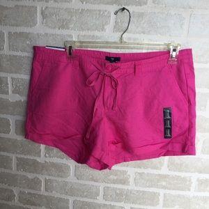 Women's size 16 NWT Gap shorts